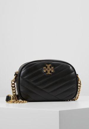 KIRA CHEVRON SMALL CAMERA BAG - Taška s příčným popruhem - black/gold