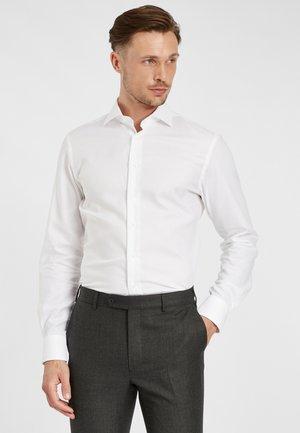 PROFUOMO SLIM FIT SHIRT - Formal shirt - white