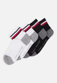 Tommy Hilfiger - KIDS ICONIC SPORTS QUARTER 4 PACK - Socks - black - 0