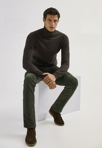 Massimo Dutti - ENTBASTETE  - Trousers - green - 3