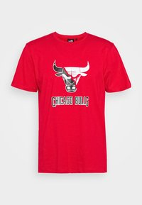 New Era - CHICAGO BULLS NBA SPLIT LOGO TEE - Fanartikel - front door red - 4