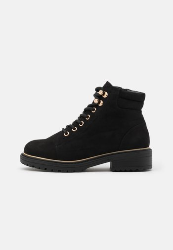 WIDE FIT PIPED LACE UP