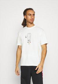 Nike Performance - NBA MOVE TO TEE - T-shirt med print - offwhite - 2