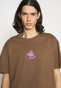 Weekday - OVERSIZED PRINTED - T-shirts print - brown - 3