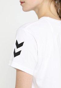 Hummel - GO WOMAN - T-shirts med print - white - 5