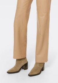 Uterqüe - High heeled ankle boots - nude - 0