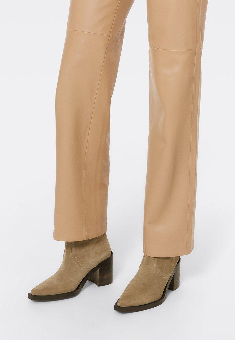 Uterqüe - High heeled ankle boots - nude