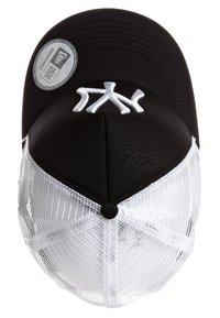 New Era - MLB CLEAN TRUCKER NY YANKEES - Cap - black/white - 2
