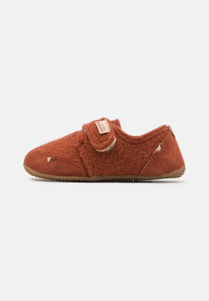UNISEX - Slippers - ziegel