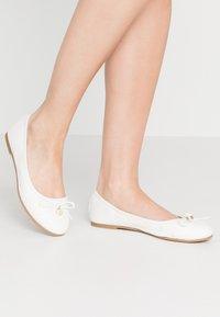 s.Oliver - Ballet pumps - white - 0