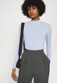 KARL LAGERFELD - LOGO MOCK NECK - Pullover - cashmere blue - 3