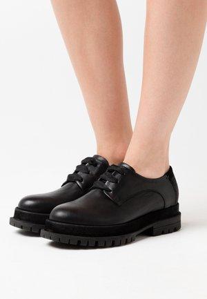 Šněrovací boty - prince nero
