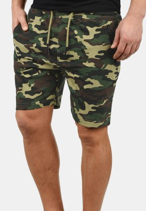 SWEATSHORTS TARAS - Shorts - ivy green
