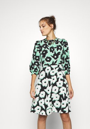 PUFF SLEEVE DRESS - Day dress - green