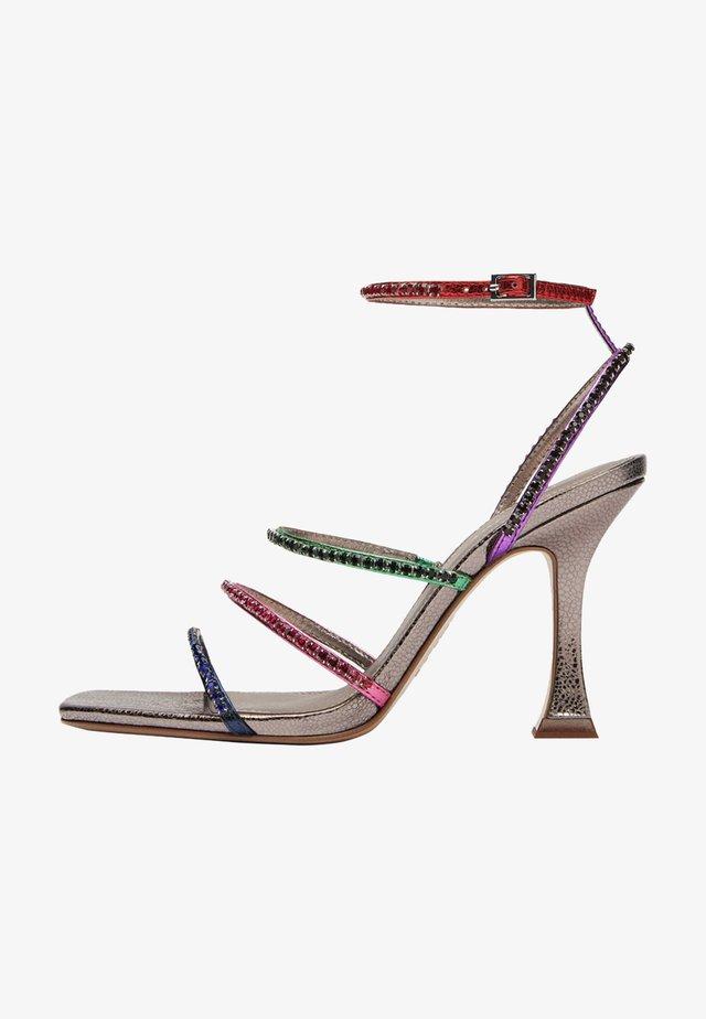 MIT BUNTEN RIEMCHEN UND STRASS - Sandalen met hoge hak - metallic grey