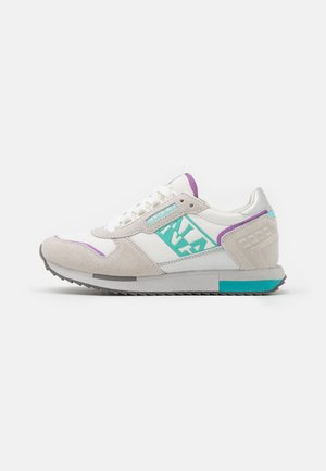 VICKY - Sneakers laag - bright white