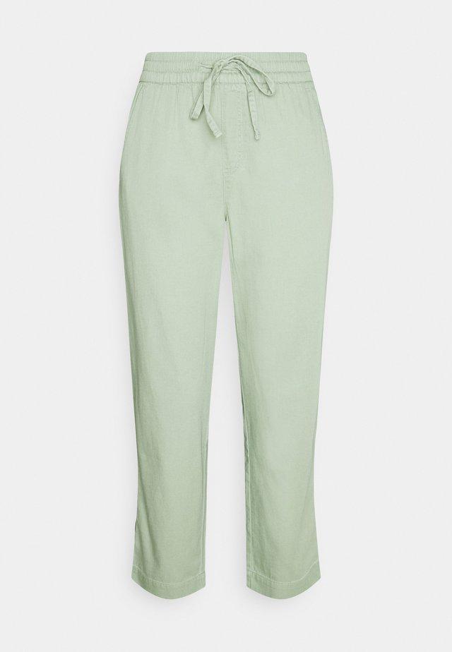 EASY PANT SOLID - Pantaloni - desert sage