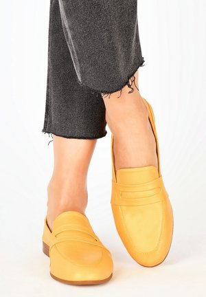 INUOVO - Loafers - mustard