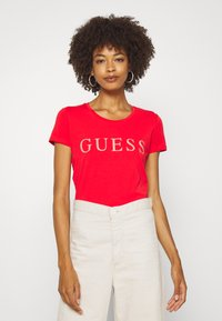 Guess - T-shirts med print - necessary red - 0