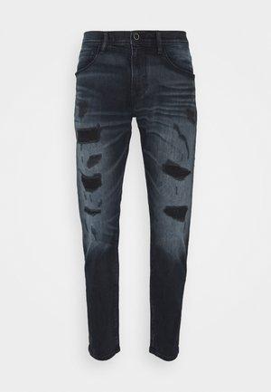 WATERS CARROT FIT IN STRETCH - Zúžené džíny - bluedenim
