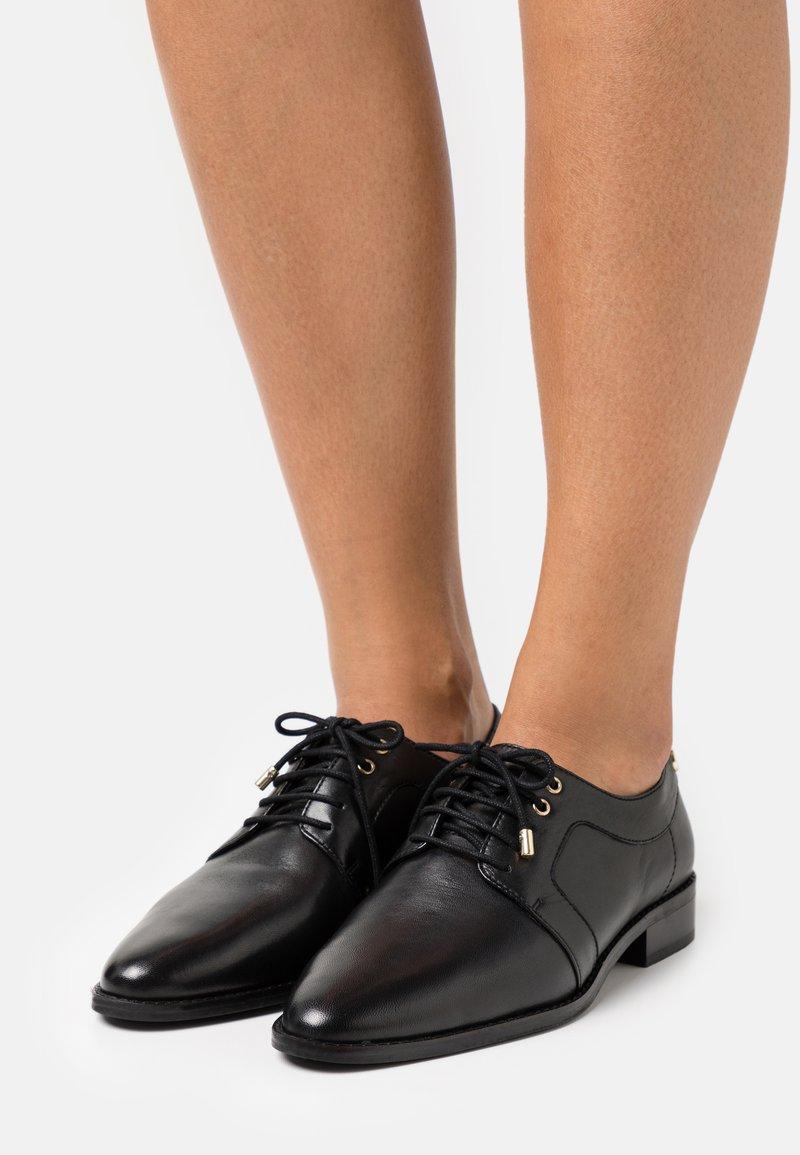 Copenhagen Shoes - CINDERELLA - Stringate - black
