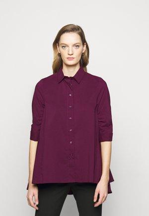 BENITA FASHIONABLE BLOUSE - Button-down blouse - wild berry