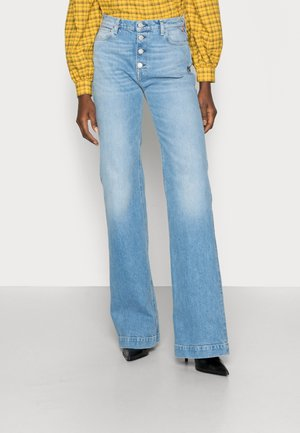 BEVELYN PANTS - Jeans a zampa - light blue