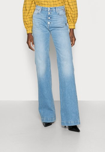 BEVELYN PANTS - Flared Jeans - light blue