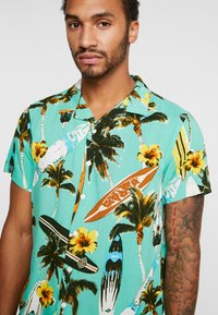 New Look - SURF BOARD TROPICAL - Shirt - turquoise - 4