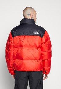 The North Face - UNISEX - Gewatteerde jas - fiery red - 3