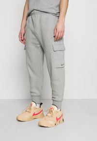 Nike Sportswear - PANT  - Pantalon de survêtement - grey heather - 0