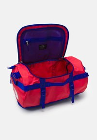 The North Face - BASE CAMP DUFFEL S UNISEX - Sports bag - horizon red/blue - 2