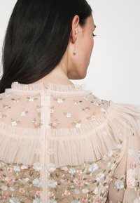 Needle & Thread - LALABELLE GOWN - Společenské šaty - strawberry icing - 3