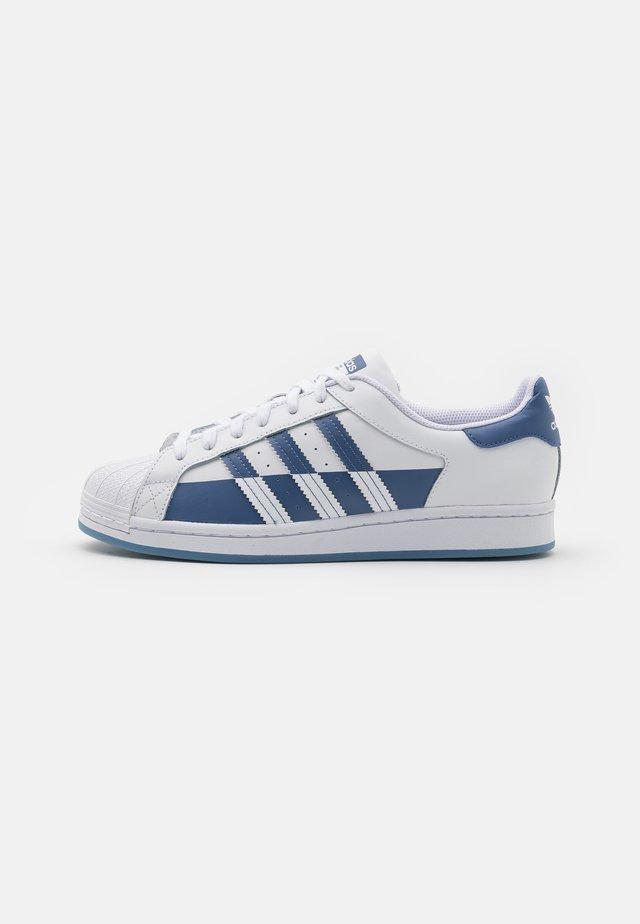 SUPERSTAR UNISEX - Sneakers - footwear white/crew blue