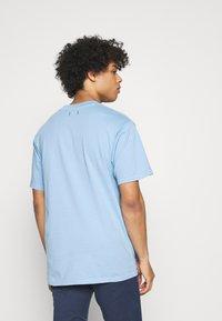 Jack & Jones PREMIUM - JPRBLUJULIO TEE CREW NECK - Basic T-shirt - dusk blue - 2