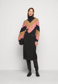 Victoria Victoria Beckham - OVERSIZED MOCK NECK JUMPER - Sweter - multi coloured - 1