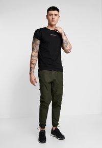 Glorious Gangsta - FRESNO - Cargo trousers - khaki - 1
