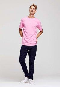ROCKUPY - Print T-shirt - pink - 6