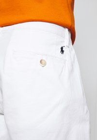Polo Ralph Lauren - STRAIGHT FIT BEDFORD  - Shorts - pure white - 3