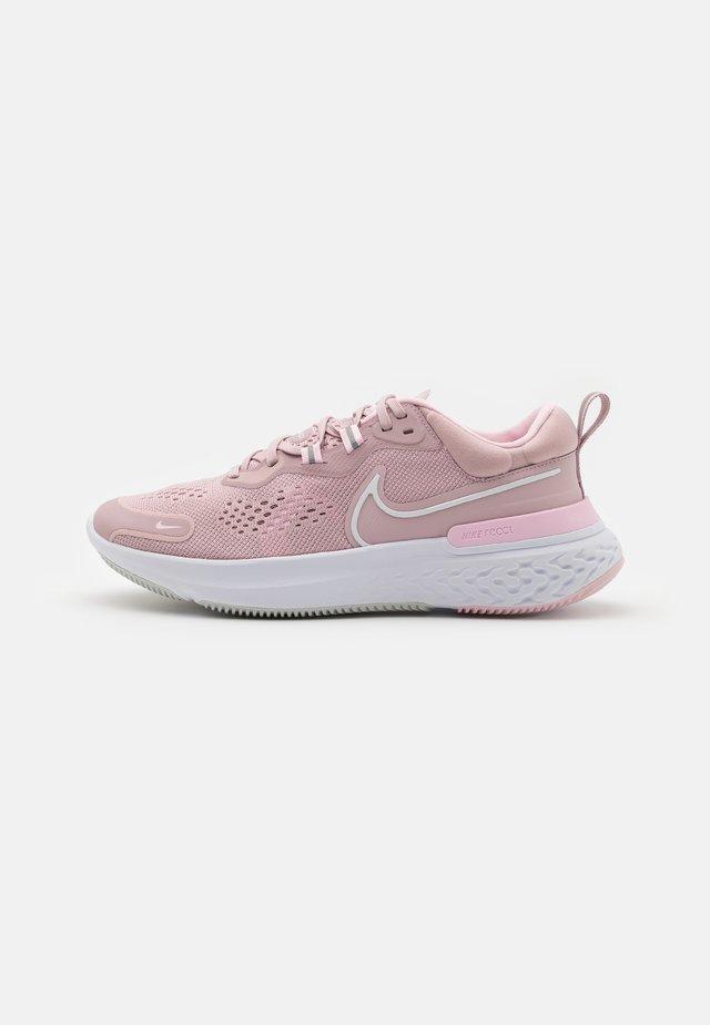 REACT MILER 2 - Neutral running shoes - plum chalk/white/pink foam
