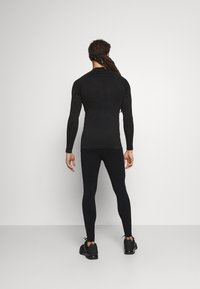 NU-IN - COMPRESSION LONG SLEEVE - Long sleeved top - black - 2