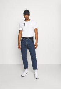 Champion Reverse Weave - CREWNECK TOKYO - T-shirts med print - white - 1
