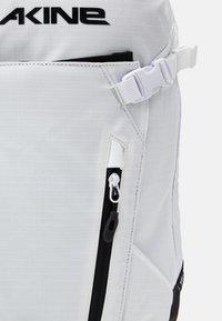 Dakine - HELI PACK 12L UNISEX - Rucksack - bright white - 3