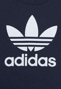 adidas Originals - TREFOIL UNISEX - Camiseta estampada - conavy/white - 3