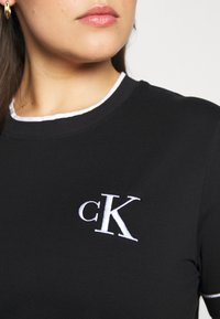 Calvin Klein Jeans Plus - EMBROIDERY TIPPING TEE - Print T-shirt - black - 5