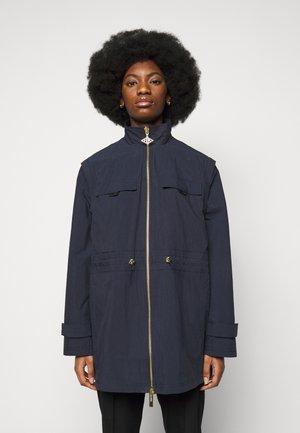 DESK JACKET - Klasický kabát - dusty navy