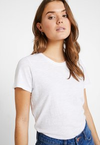 Cotton On - THE CREW - T-shirts - white - 3