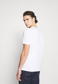 Scotch & Soda - POCKET TEE - Basic T-shirt - white - 2