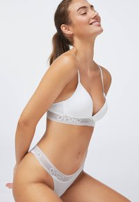 OYSHO - Triangle bra - white - 2