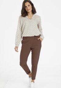 Kaffe - NANCI JILLIAN - Trousers - port royale - 1
